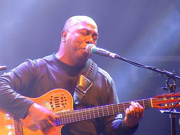 Com 50 anos de carreira, o multi-instrumentista, cantor, compositor e arranjador Filó Machado participou do festival (Foto: Reprodução/Inter TV Cabugi)