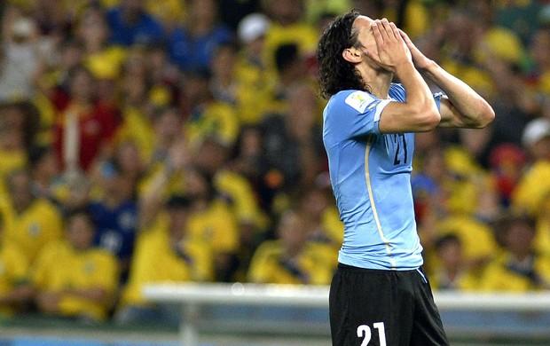 Cavani lamentando Uruguai x Colômbia (Foto: André Durão / Globoesporte.com)