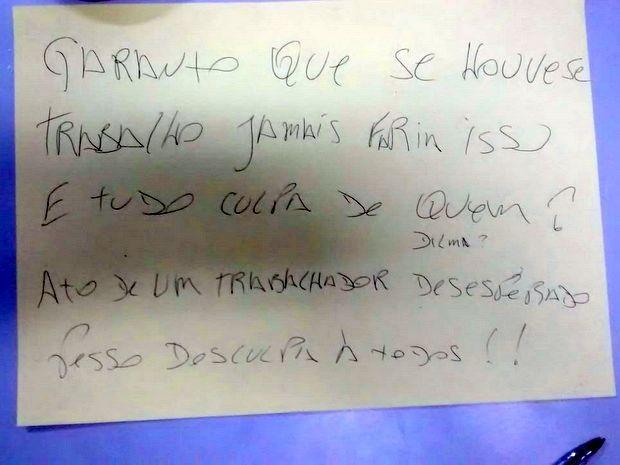Bilhete deixado por homem que desistiu de roubar banco em Piracicaba (Foto: Divulgação/Polícia Militar)