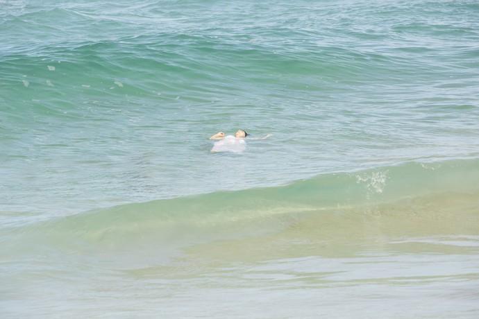 Dionísia fica desacordada ao ser afogada no mar (Foto: Felipe Monteiro/Gshow)