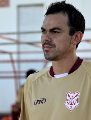 Magno, lateral-direito do Sergipe (Foto: Felipe Martins/GLOBOESPORTE.COM)