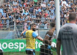 Douglas torcida Grêmio treino (Foto: Eduardo Moura/GloboEsporte.com)