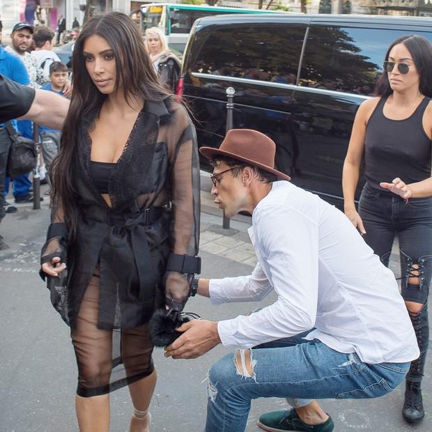 Vitalii Sediuk beija bumbum de Kim Kardashian (Foto: AKM-GSI)