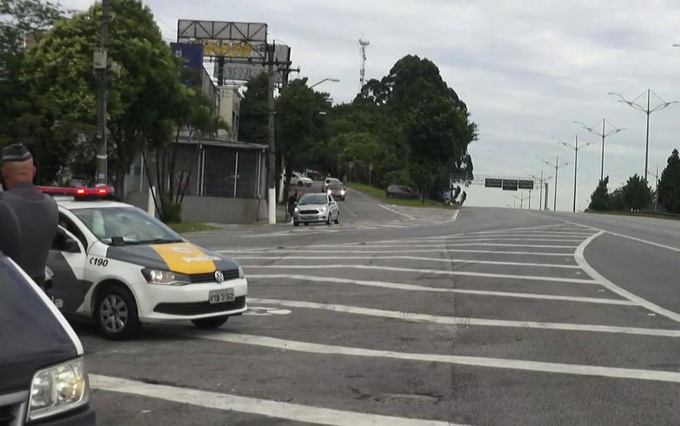 Rodovia Anchieta tem pista lateral bloqueada (Foto: TV Globo/Reprodução)