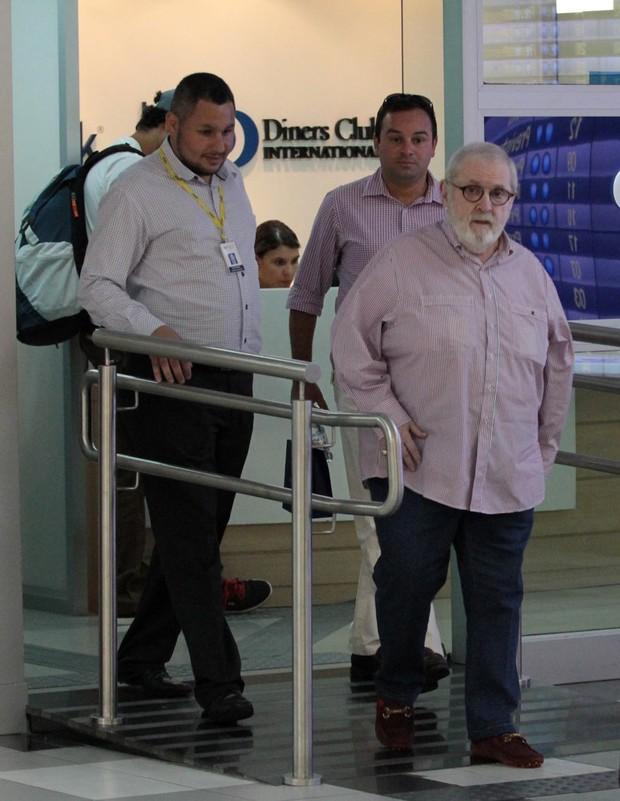 Jô Soares no aeroporto (Foto: Orlando Oliveira / AgNews)