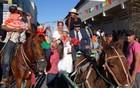 Casamento matuto a cavalo é tradição (Katherine Coutinho/G1)