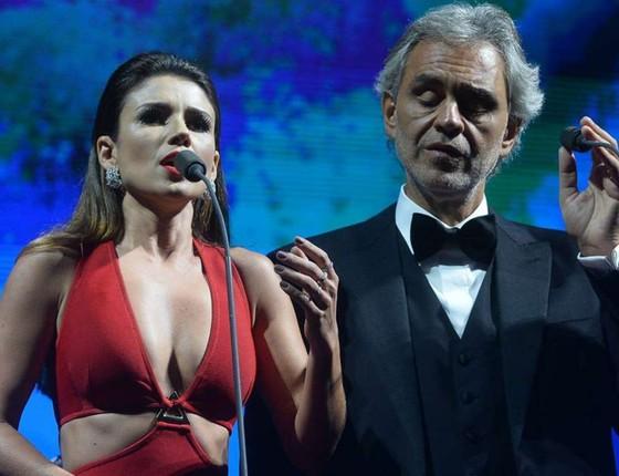 Paula e Andrea cantam durante o aguardado show, em São Paulo (Foto: Divulgação)
