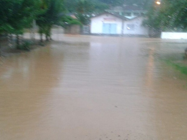 Schroeder registrou alagamentos na sexta-feira (21) (Foto: Bombeiros Voluntários/Divulgação)