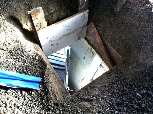 Autoridades encontraram duas toneladas de fezes de pombo acumuladas em torre de igreja. (Foto: The Gavle Church Community/AP)