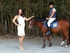 Mônica Carvalho faz passeio com a filha e fala sobre a nova gravidez