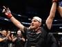 Miocic vinga derrota, nocauteia Cigano no 1º round e segue campeão do UFC
