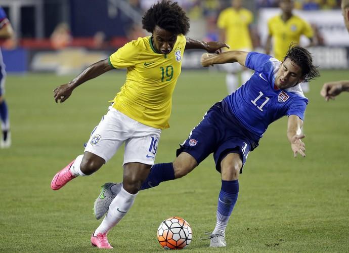 Willian Brasil x Estados Unidos (Foto: AP)