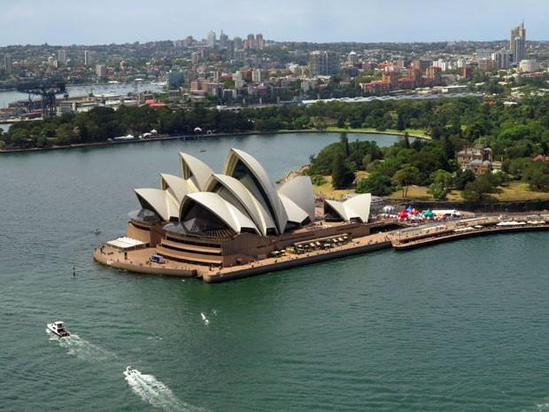 A Opera House vista de cima da ponte durante o passeio (Foto: BridgeClimb/Divulgação)