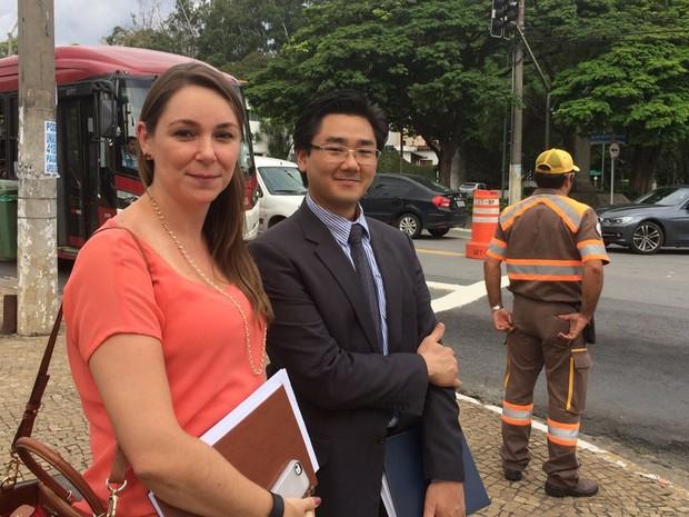 Mudança na Brigadeiro - Os advogados Mariana Denuzzo e Osvaldo Kusano (Foto: Lívia Machado/G1)