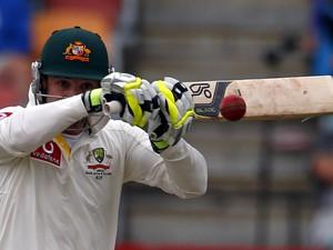 Bola de críquete pesa, em média, 155 gramas, e é feita de couro (Foto: David Gray/Reuters)