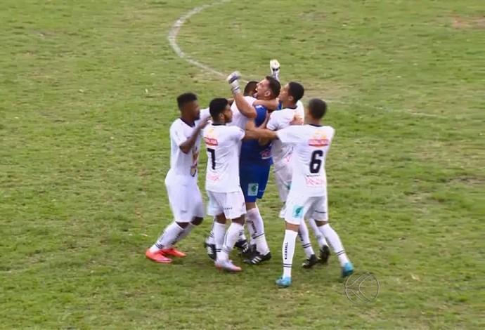 William goleiro Figueirense-MG x Nacional de Uberaba (Foto: Reprodução/TV Integração)
