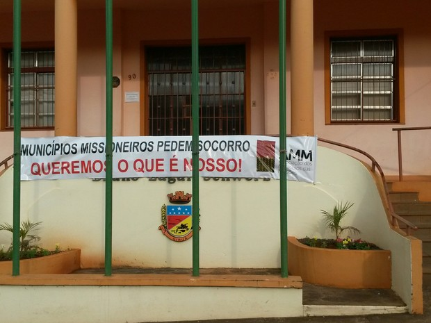 Prefeituras têm portas fechadas no RS em protesto (Foto: Mauricio Rebellato/RBS TV)