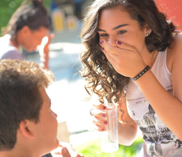 Júlia ficou chocada com pedido de casamento (Foto: Pedro Carrilho/Gshow)