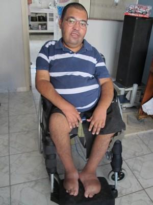 Doença limita movimentos musculares de Jackson (Foto: Anna Gabriela Ribeiro / G1)