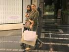 Grazi Massafera faz compras em shopping carioca