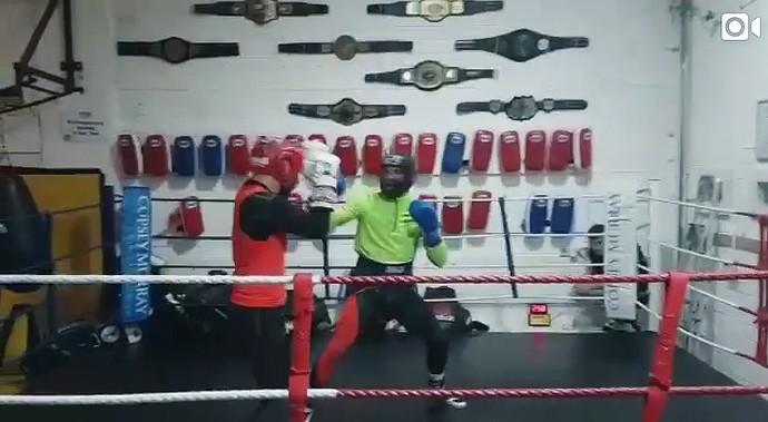 Conor McGregor -  treino de boxe (Foto: editoria de arte)