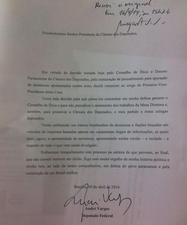 Carta entregue pelo deputado André Vargas (PT-PR) oficializa renúncia à vice-presidência da Câmara (Foto: Reprodução)