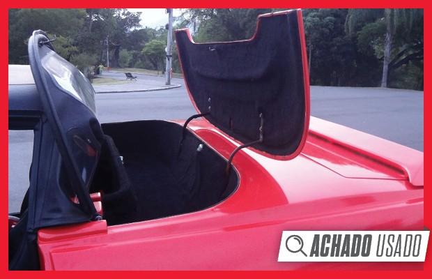 54f56ff1e91 Capota de lona tem recolhimento manual e fica escondida sob uma cobertura  de fibra (Foto