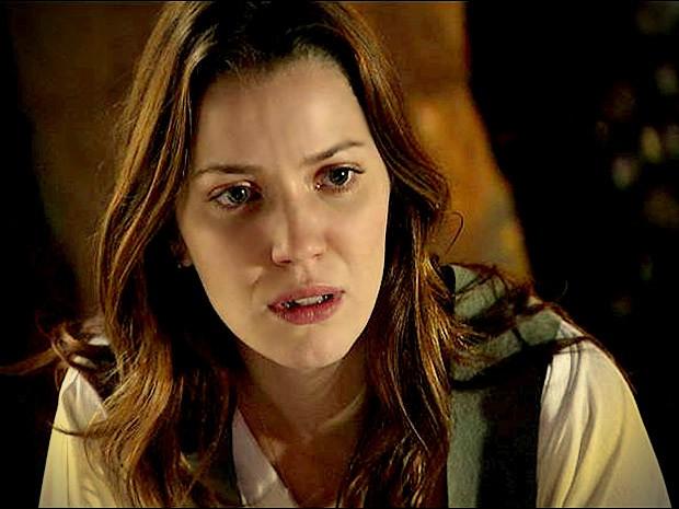 Débora fica chocada ao saber que Lucinda mentiu para Jorginho (Foto: Avenida Brasil / TV Globo)