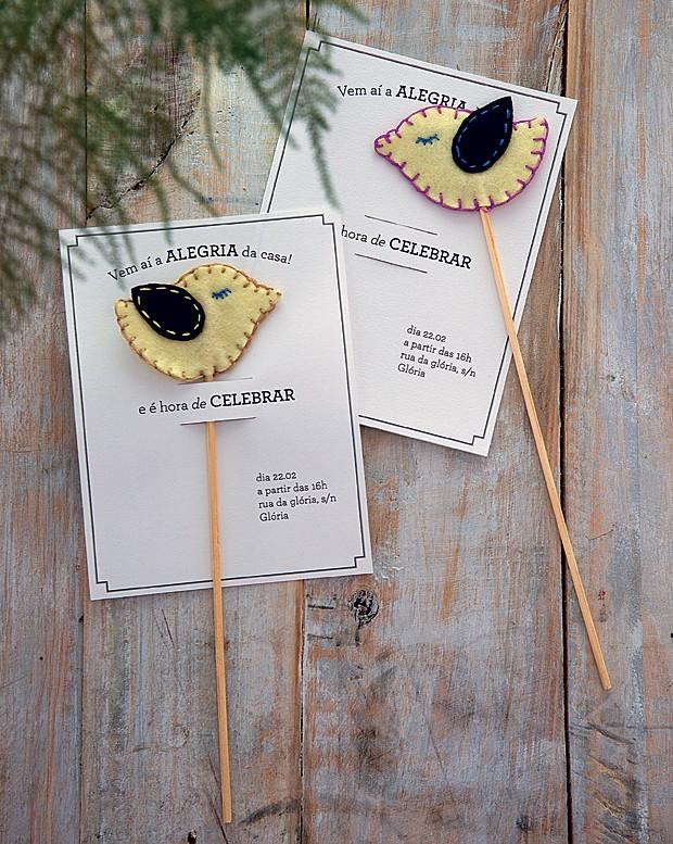 O passarinho de feltro do convite pode ser destacado e vira mimo de decoração, para dar uma dose de fofura a um vaso com flores, por exemplo (Foto: Cacá Bratke/Editora Globo)