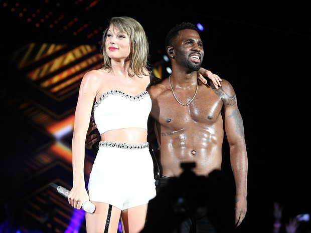 Taylor Swift e Jason Derulo em show em Washington, nos Estados Unidos (Foto: Paul Morigi/ Getty Images)