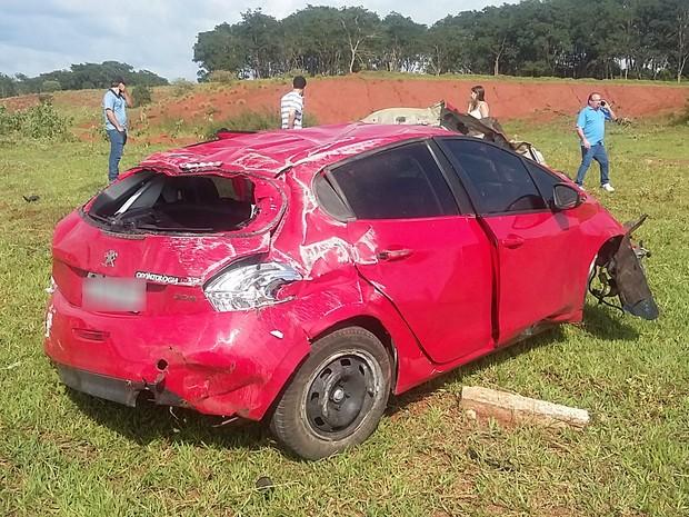 Jovem perdeu o controle do veículo após caminhão entrar na frente de seu carro (Foto: Lucas Nardo/Divulgação)