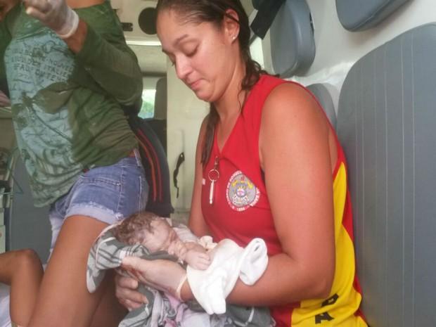 Mulher trabalhava como catadora de latinha no carnaval  (Foto: Divulgação / Bombeiros)