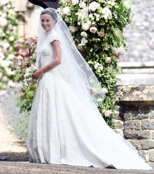 A irmã mais nova de Kate escolheu um vestido Giles Deacon para a cerimônia (Foto: Reprodução/ Instagram)