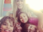 Vitor Belfort posa sendo 'atacado' por Joana Prado e pelos filhos