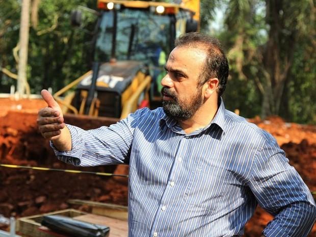 Prefeito Reni Pereira  em visita as obras (Foto: Divulgação/Prefeitura de Foz do Iguaçu)