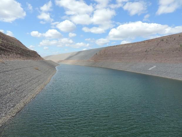 Canal de acesso leva água da barragem de Itaparica até a Estação de Bombeamento 1 do Eixo Leste (Foto: Katherine Coutinho / G1)