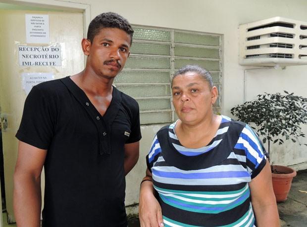 Familiares da vítima dizem que Celpe foi acionada 1 hora antes do acidente (Foto: Débora Soares /  G1)