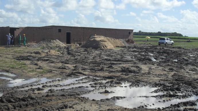 Nos últimos dias, tem chovido bastante na Barra de São Miguel (Foto: Denison Roma / GloboEsporte.com)