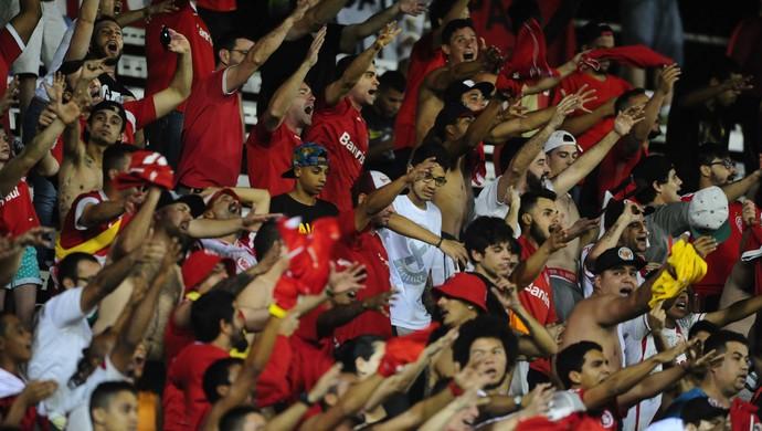 Torcida do Inter no Luso-Brasileiro  (Foto: Ricardo Duarte / Inter, DVG)