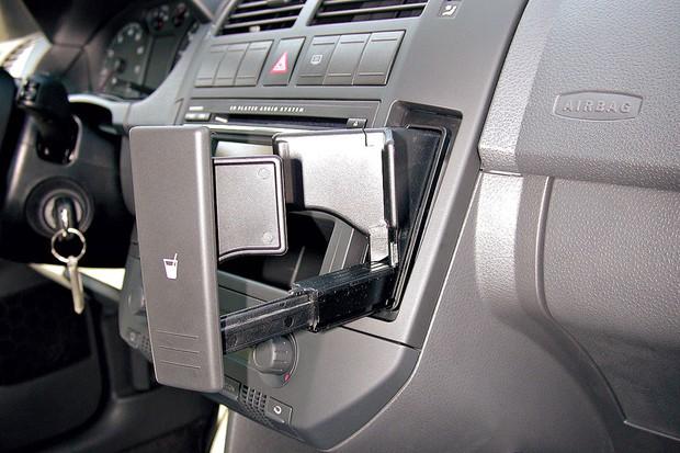 Porta-copos retrátil era um toque refinado do interior do Polo (Foto:  Oswaldo Palermo/Autoesporte)