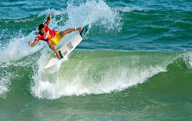 surfista baiano Franklin Serpa (Foto: Fabriciano Júnior / Dendê Produções / Divulgação)