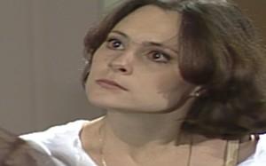 Carina se recusa a renunciar ao balé e César ameaça terminar o casamento