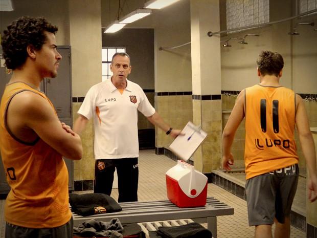 leandro_branco_roni  (Foto: Avenida Brasil / Tv Globo)