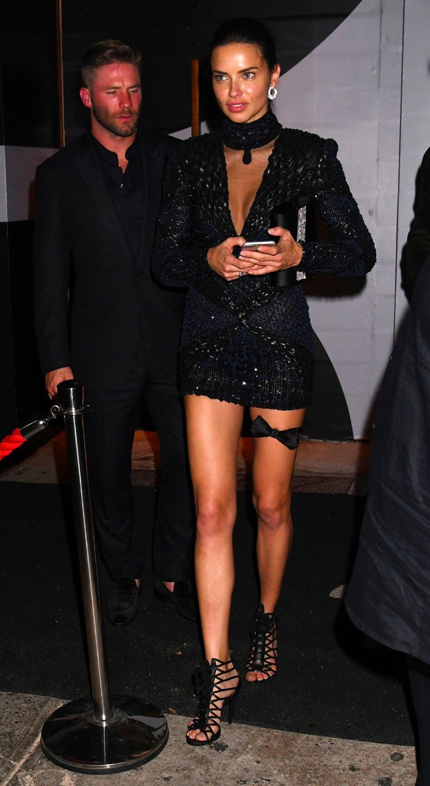Adriana Lima com o ex Julian Edelman após o Met Gala (Foto: The Grosby Group)