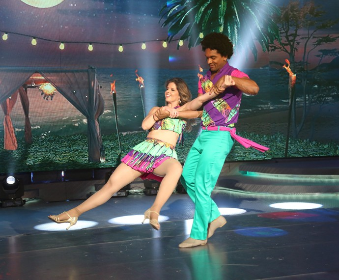 Mariana Santos dança lambada  (Foto: Carol Caminha / Gshow)