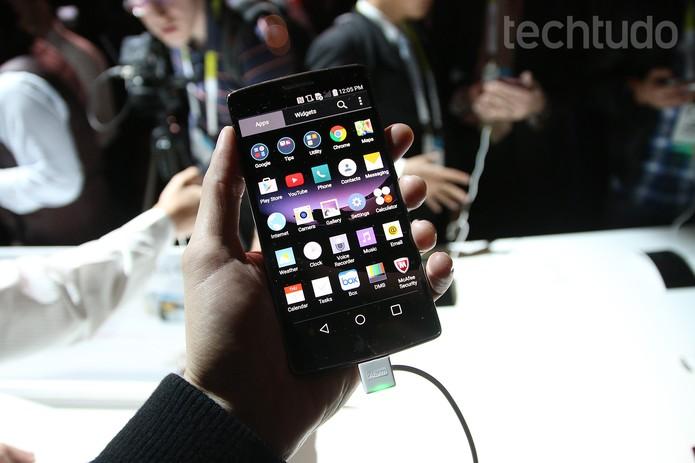 LG G Flex 2 é o smartphone da LG lançado na CES 2015 (Foto: Fabrício Vitorino/TechTudo)