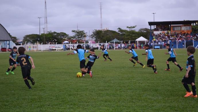 Escolinha do Grêmio fez pré-jogo (Foto: Eliete Marques)