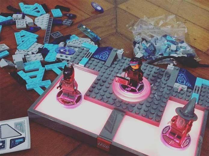 Lego Dimensions requer montagem de todas as suas peças (Foto: Felipe Vinha)