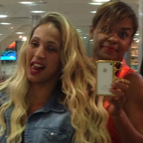 Valesca Popozuda cuida do visual em salão de beleza no Rio (Foto: Instagram/ Reprodução)