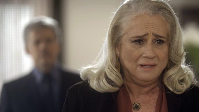 Mág não consegue esconder a tristeza na frente de Tião (Foto: TV Globo)